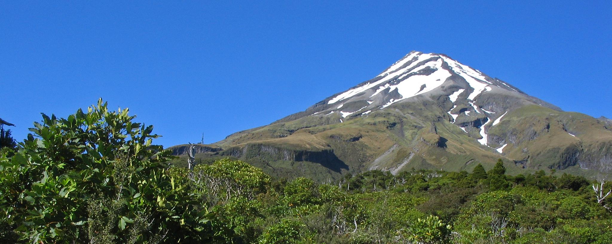 Hiking Mount Taranaki (Egmont)